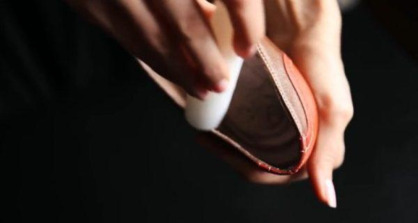 With these tips, you can easily stretch your narrow shoes