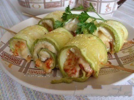 Maximum pleasure - minimum calories: zucchini rolls with chicken