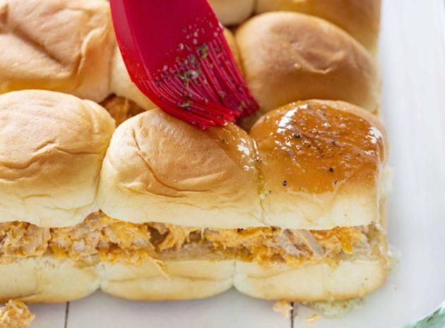 How to Make Simple and Appetizing Buffalo Chicken Sliders