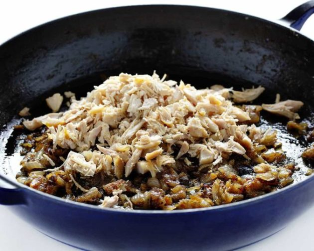 Cheese Macaroni with Caramelized Onion and Chicken. Awesome French Recipe!