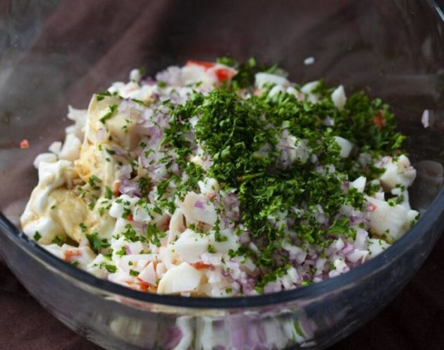 Chilled, Refreshing and Creamy Crab Dip