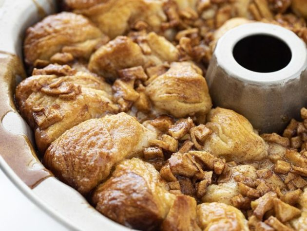 Apple Fritter Monkey Bread - so easy to make and eat!