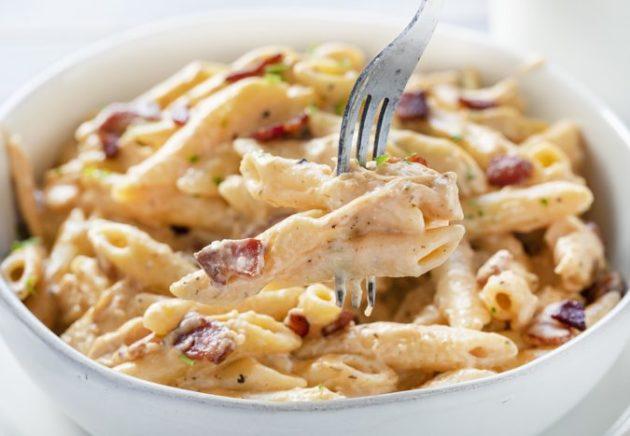 Easy One-Pot Cheesy Ranch Chicken Pasta