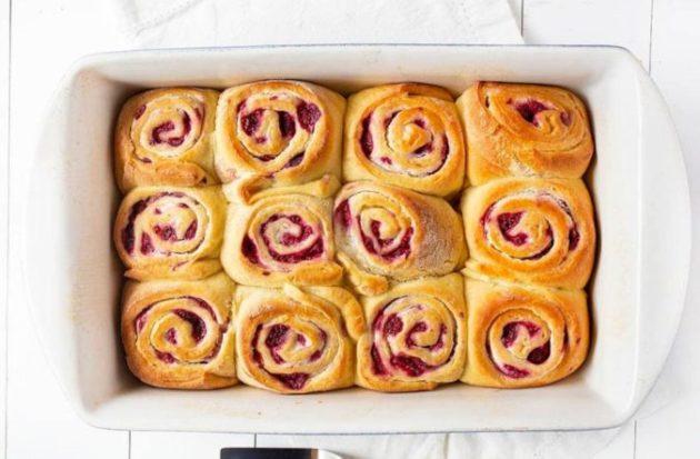 Airy Raspberry Cream Cheese Sweet Rolls